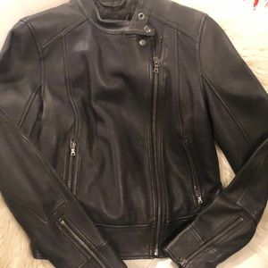 LIKE NEW~  GAP REAL LEATHER  BLACK JACKET ~ SMALL